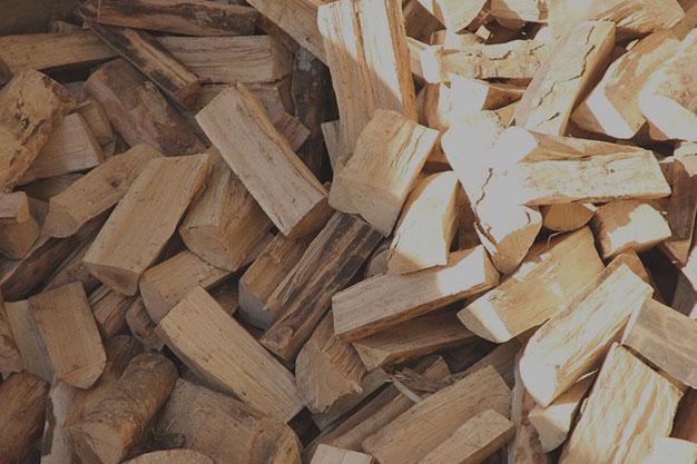 Замовити дрова та брикети з торфу у Луцьку